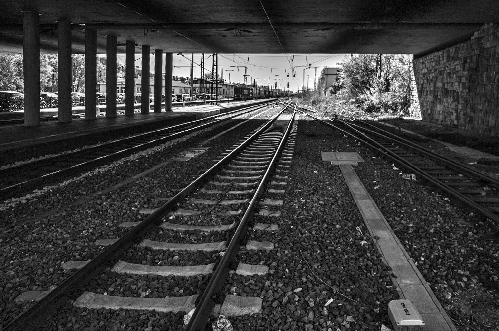 2015-04-15-BahnhofWeinheim-L1001583 by Roger Schäfer.